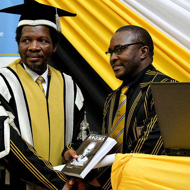 Themba Ngada (Right) with the out-going Vice Chancellor of the University of Fort Hare